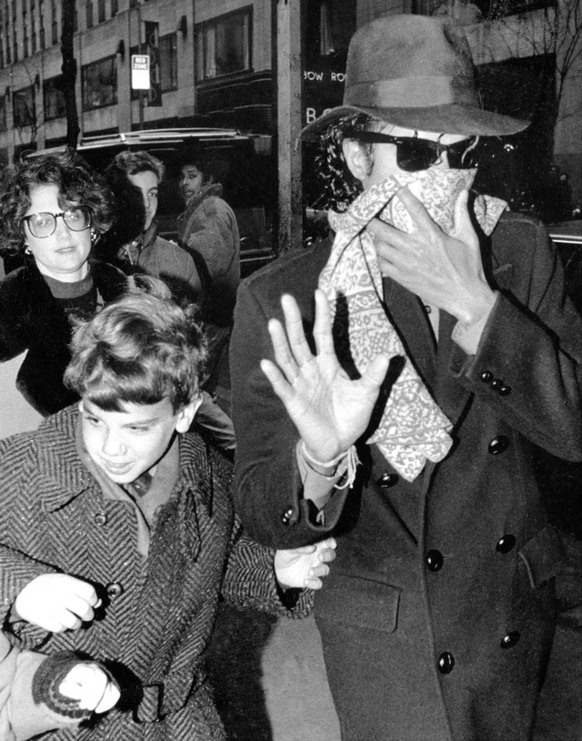 Michael Jackson arrives at Radio City Music Hall for the Chr