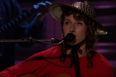 Aldous-Harding-on-Fallon