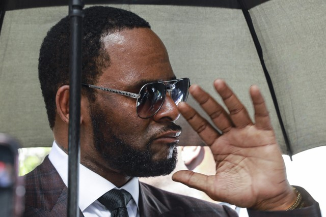 R. Kelly to be held in jail without bond, judge rules