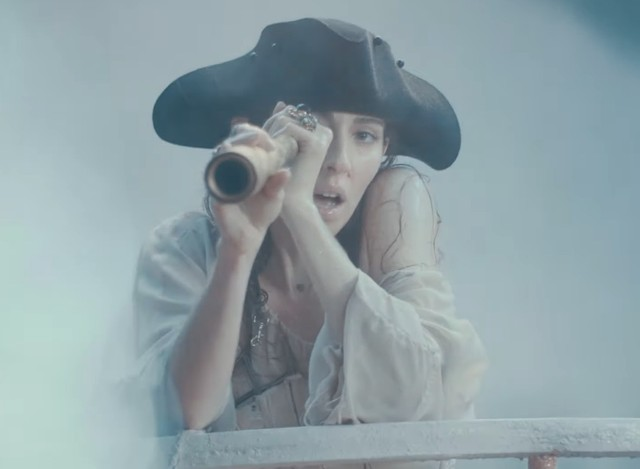 Caroline-Polachek-Ocean-Of-Tears-video