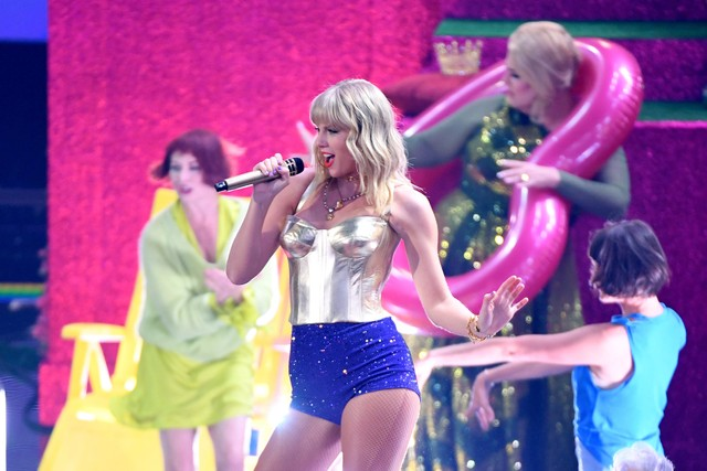 Mtv Vmas 2020 Full Show.Vmas Taylor Swift Opens The Show With Calm Down Lover