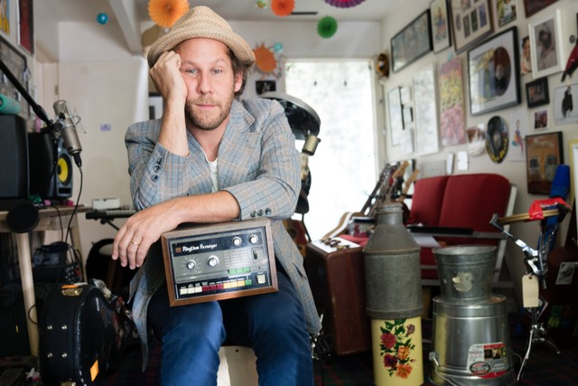 "Ben Lee - ""Divine Hammer"" (The Breeders Cover) & ""Speeding Motorcycle"" (Daniel Johnston Cover)"