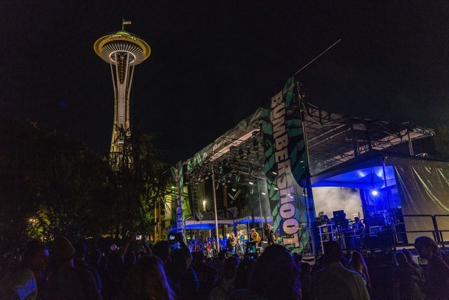 Four injured when barricade collapses at Seattle music festival