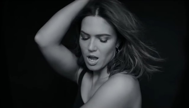 Mandy-Moore-When-I-Wasnt-Watching-video