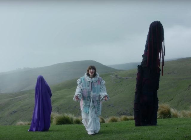 Aldous-Harding-Zoo-Eyes-video