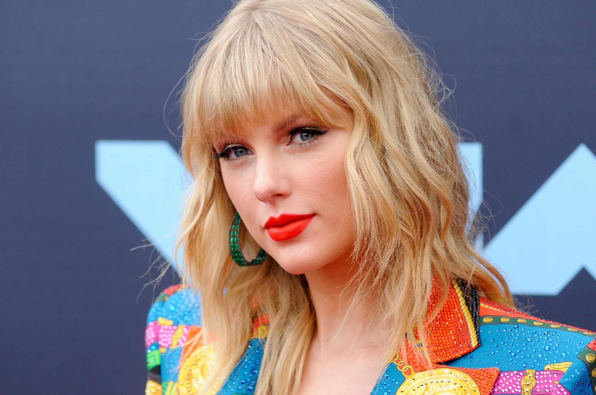 Taylor Swift Claims She S Being Blocked From Performing Her Old Songs On Tv Stereogum