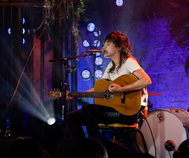 Courtney-Barnett-on-MTV-Unplugged