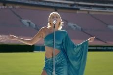 miley-cyrus-the-beatles-rose-bowl-1593356590
