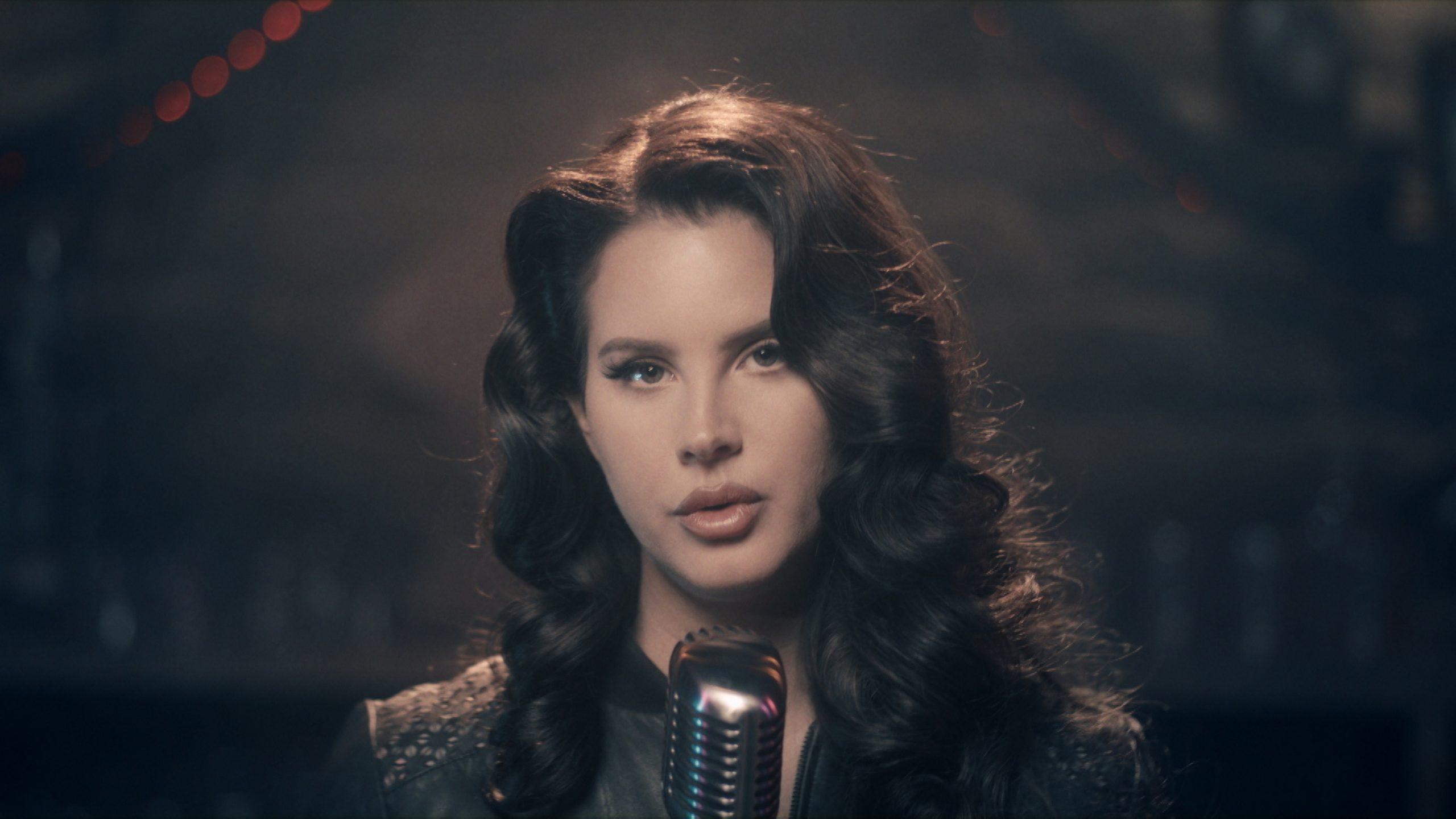 Lana Del Rey Clarifies Comments On Trump And Capitol Riot