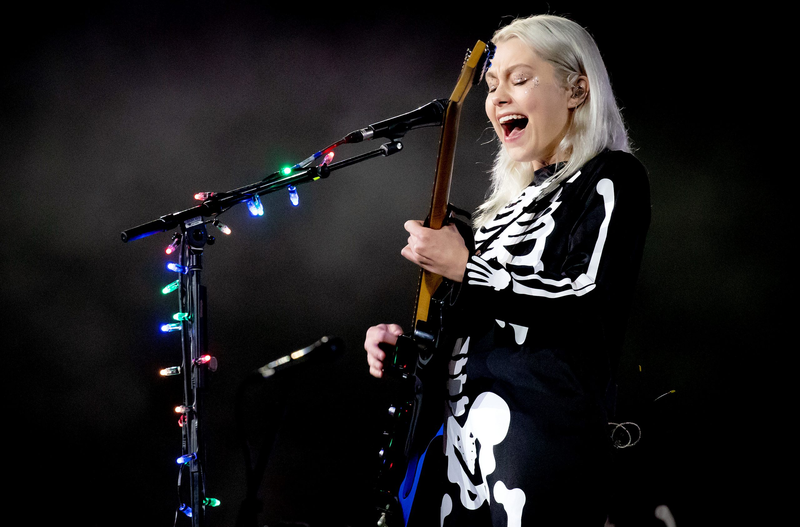 Phoebe Bridgers, Machine Gun Kelly Playing SNL