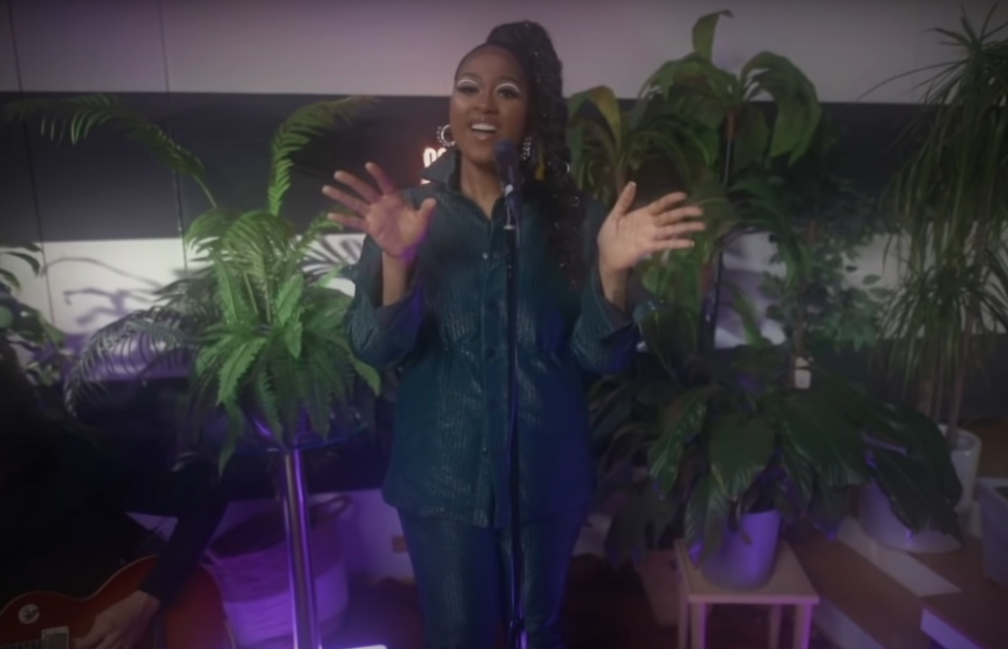 """Watch Jazmine Sullivan Sing The Living Hell Out Of """"Girl Like Me"""" On Fallon"""