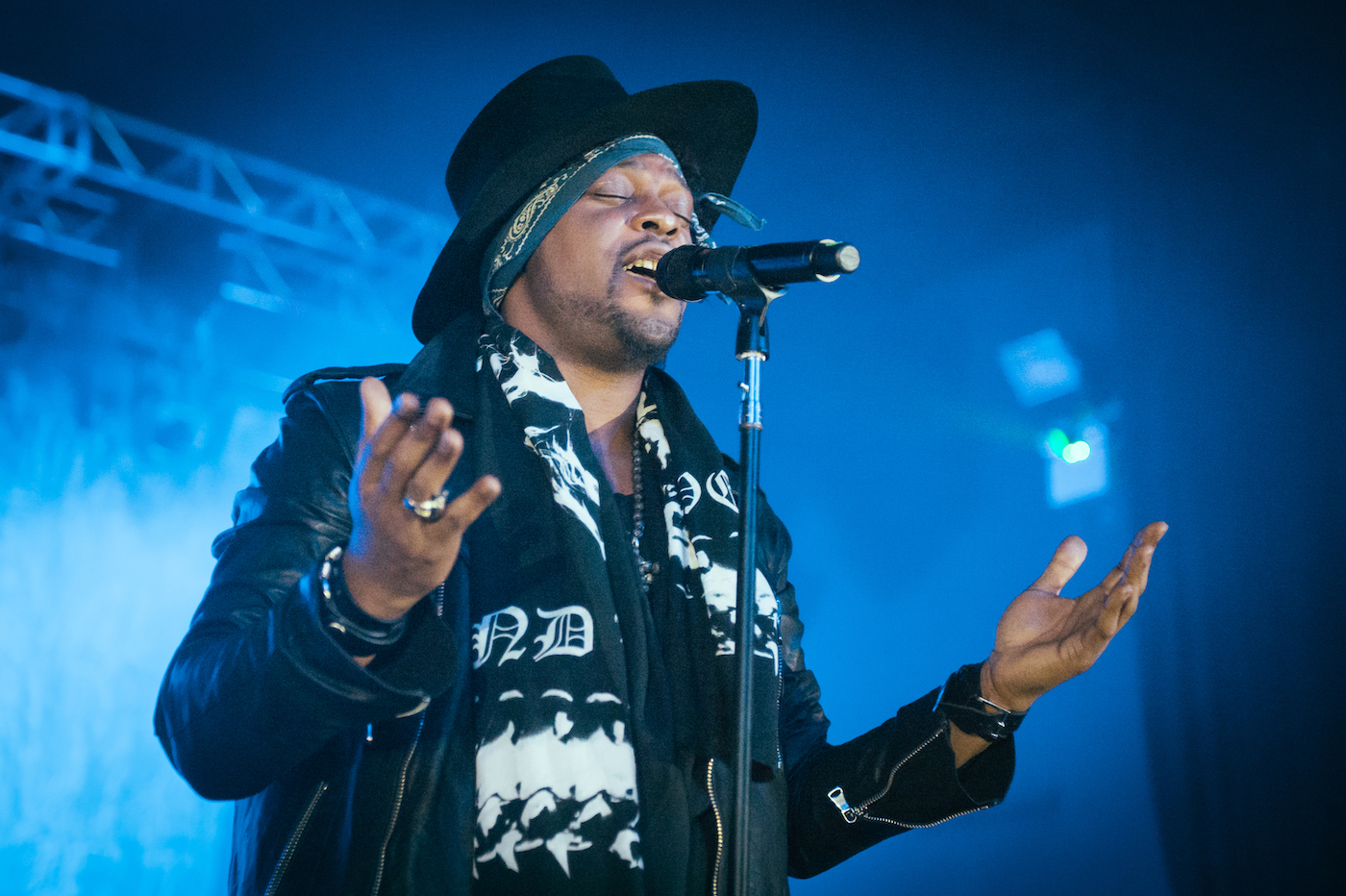 Watch D'Angelo Debut A New Song And Cover Smokey Robinson On Verzuz - Stereogum