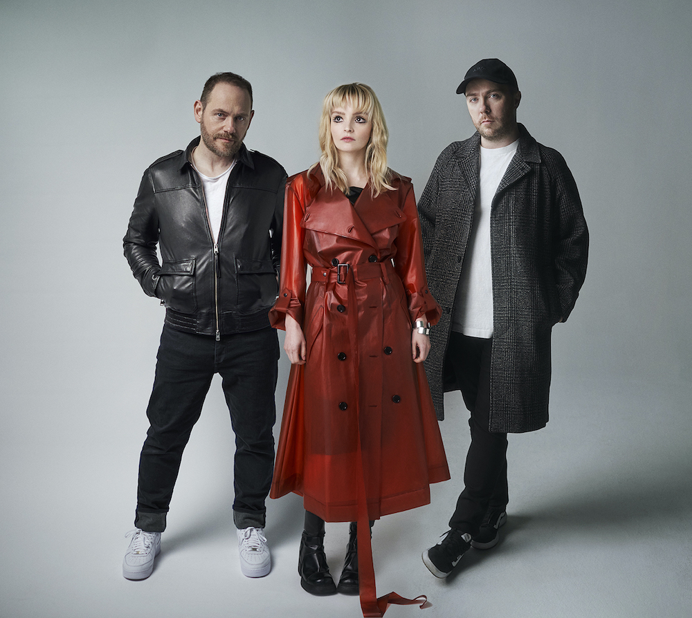 """Chvrches – """"Cry Little Sister"""" (Gerard McMann Cover)"""