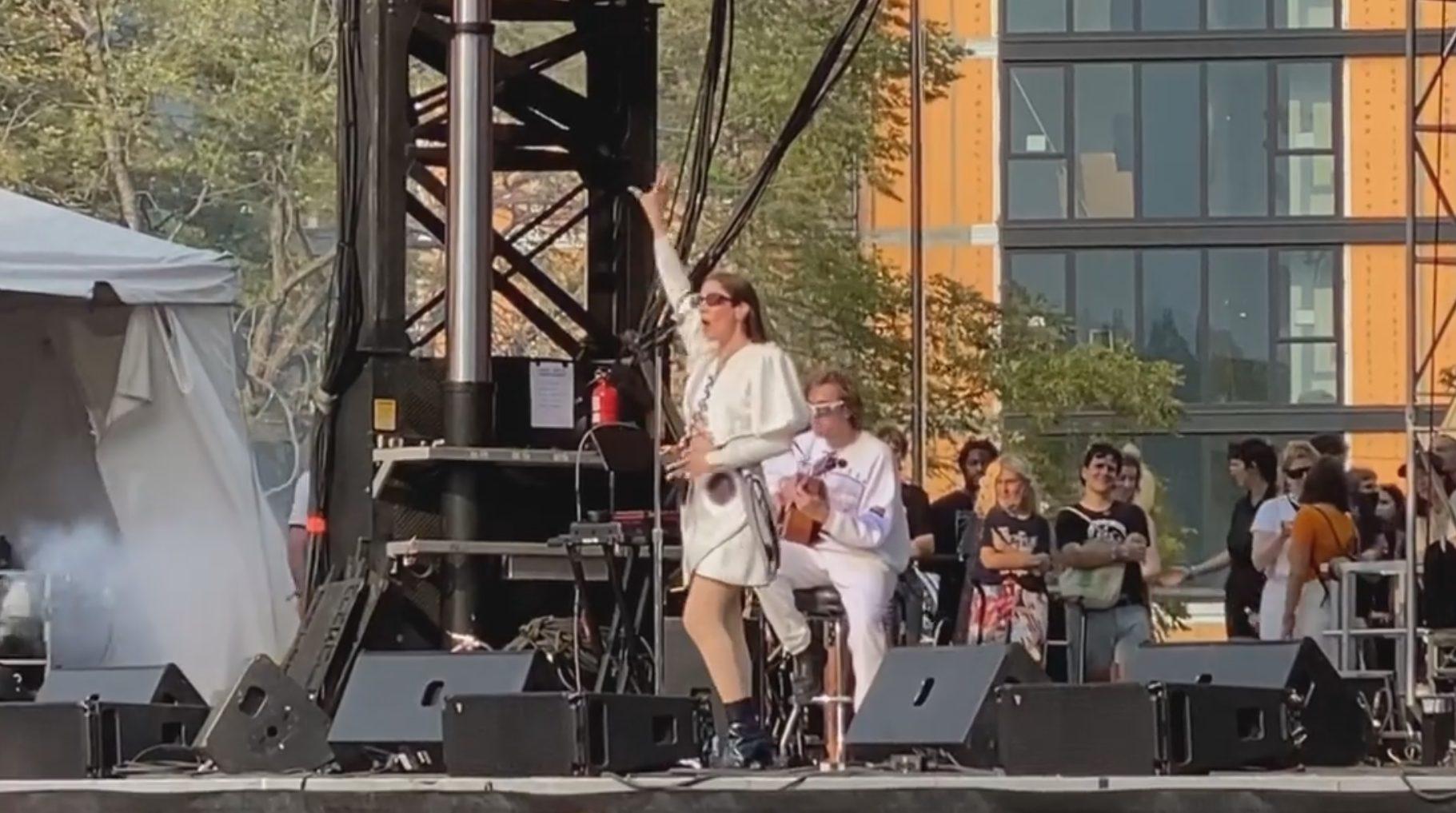"Watch Caroline Polachek Perform New Songs ""Sunset"" & ""Smoke"" At Pitchfork Music Festival"
