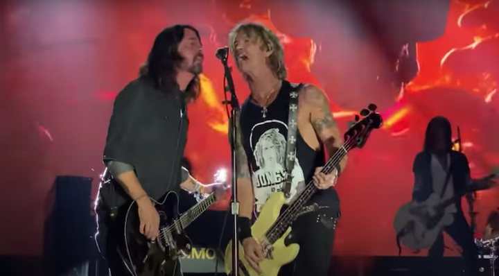 """Watch Dave Grohl Join Guns N' Roses On """"Paradise City"""" Until BottleRock Unplugs Them For Breaking Curfew"""