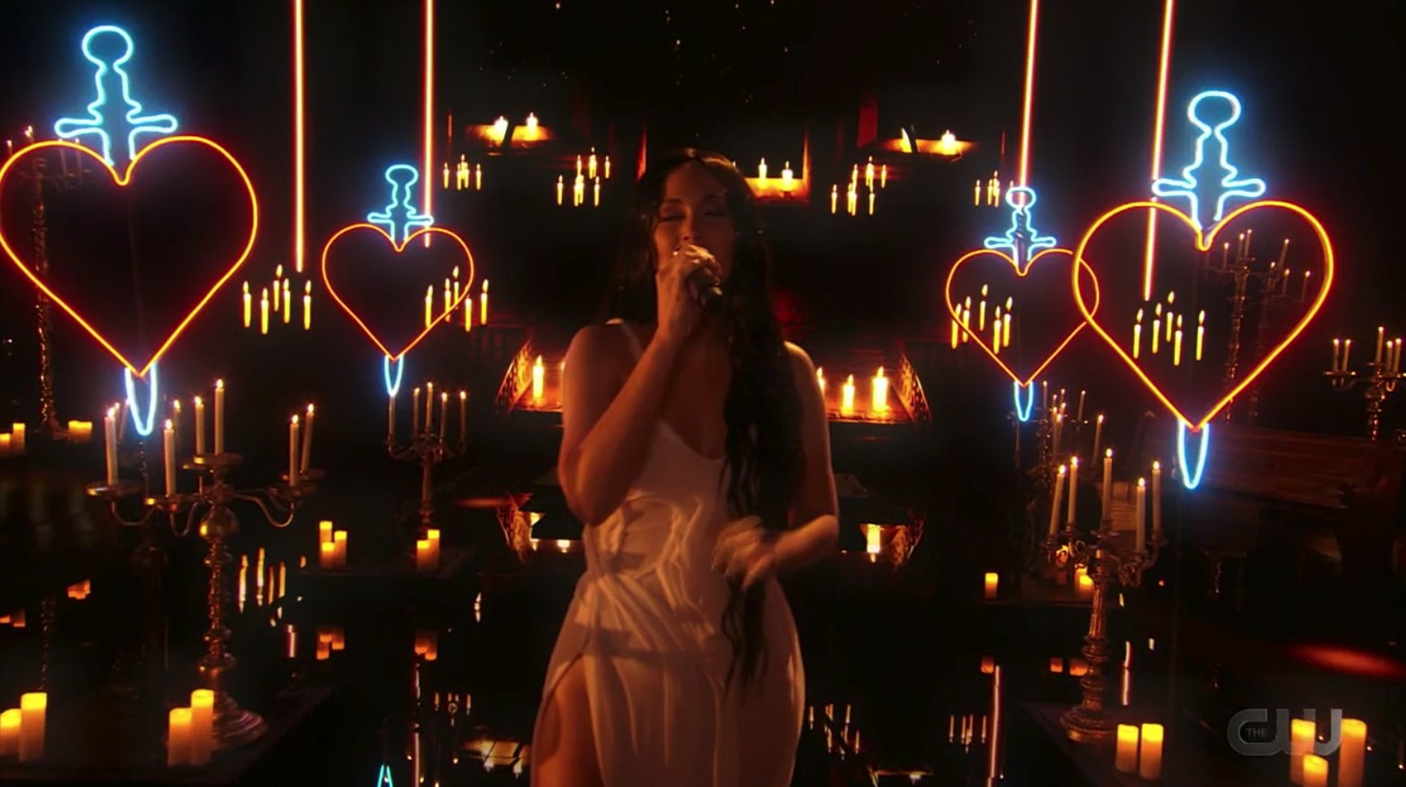 """VMAs: Watch Kacey Musgraves Perform """"star-crossed"""" Live For The First Time"""