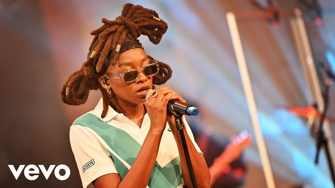 """Watch Little Simz Cover Robin Thicke's """"Lost Without U"""""""