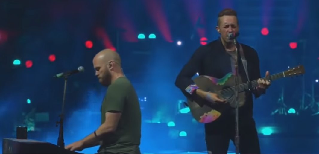 """Watch Coldplay Cover Pearl Jam's """"Nothingman"""" In Seattle"""
