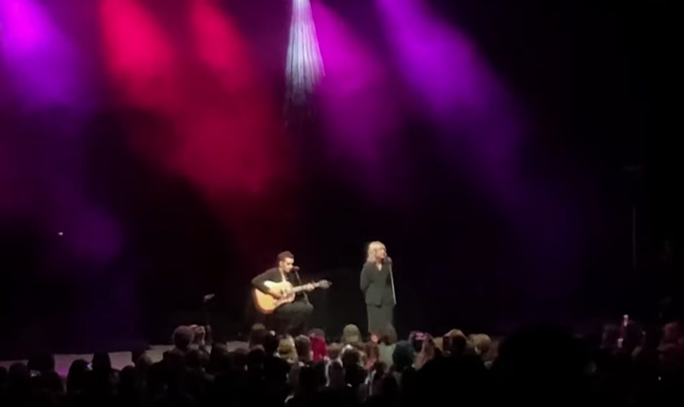 """Watch Matty Healy Debut New 1975 Song """"New York"""" In Surprise Opening Set For Phoebe Bridgers"""